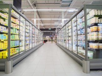 Холодильное оборудование в магазине